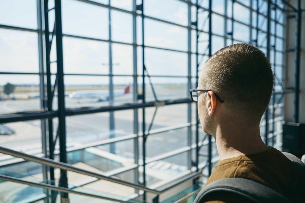 Kijken naar vliegtuig